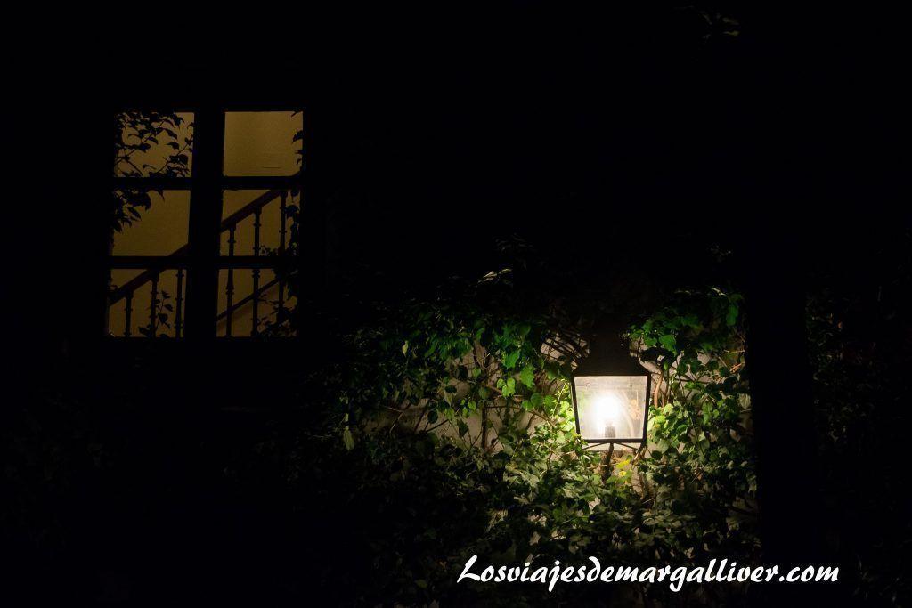 Patio de noche del hospital de los venerables en Sevilla - Los viajes de Margalliver