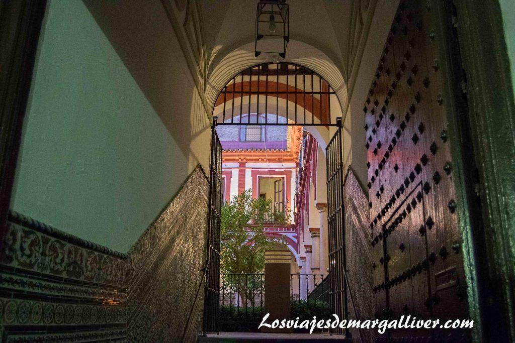 Puerta de entrada al patio del hospital de los venerables - Los viajes de Margalliver