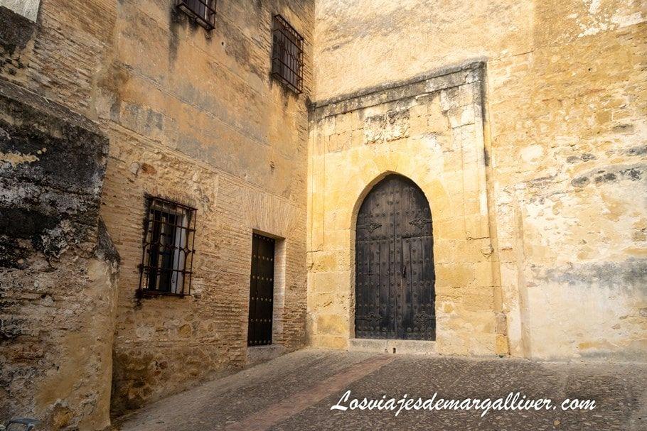 Puerta del castillo de Arcos de la Frontera - Los viajes de Margalliver