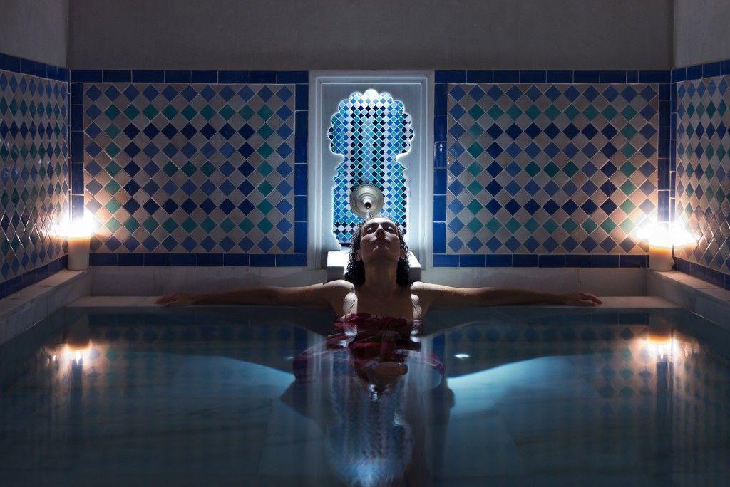 baño relajante terma agua fria hammam al andalus malaga - los viajes de margalliver