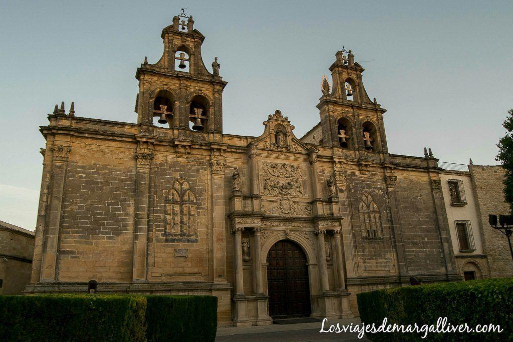 Fachada de la basilica de santa maria en Úbeda - Los viajes de margalliver