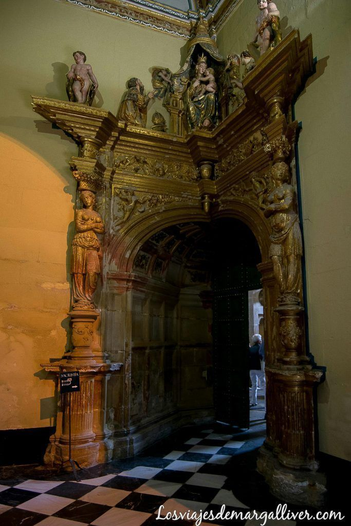 Entrada a la sacristica de la sacra capilla del salvador realizada por Vandelvira - Los viajes de margalliver