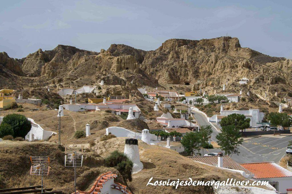 Vista de las casas cuevas de Guadix desde uno de sus miradores - Los viajes de Margalliver