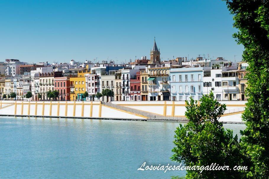 Barrio de Triana y rio Guadalquivir en Sevilla - Los viajes de Margalliver