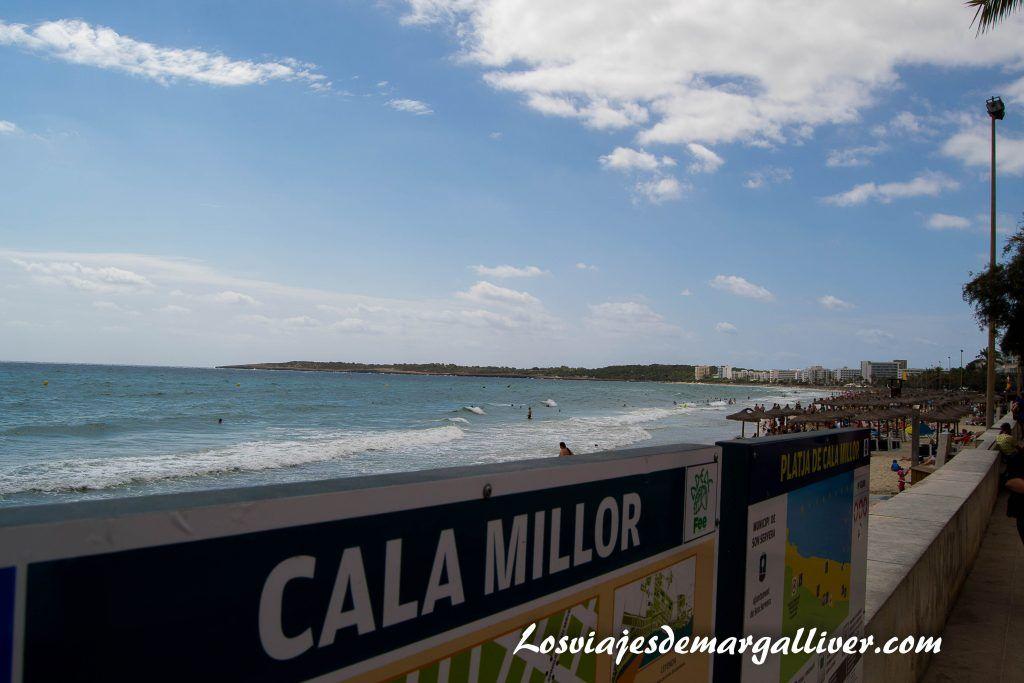 Ruta en coche por Mallorca, cartel de la cala millor - Los viajes de Margalliver