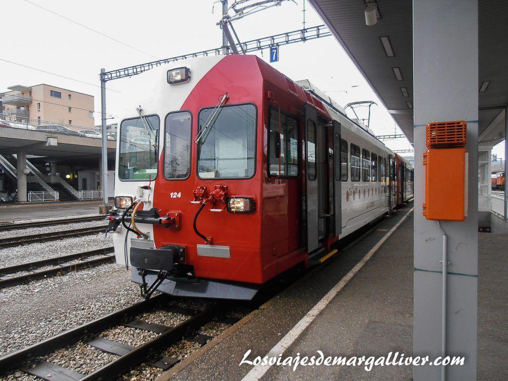 Tren en la estación de Montreux - Los viajes de Margalliver