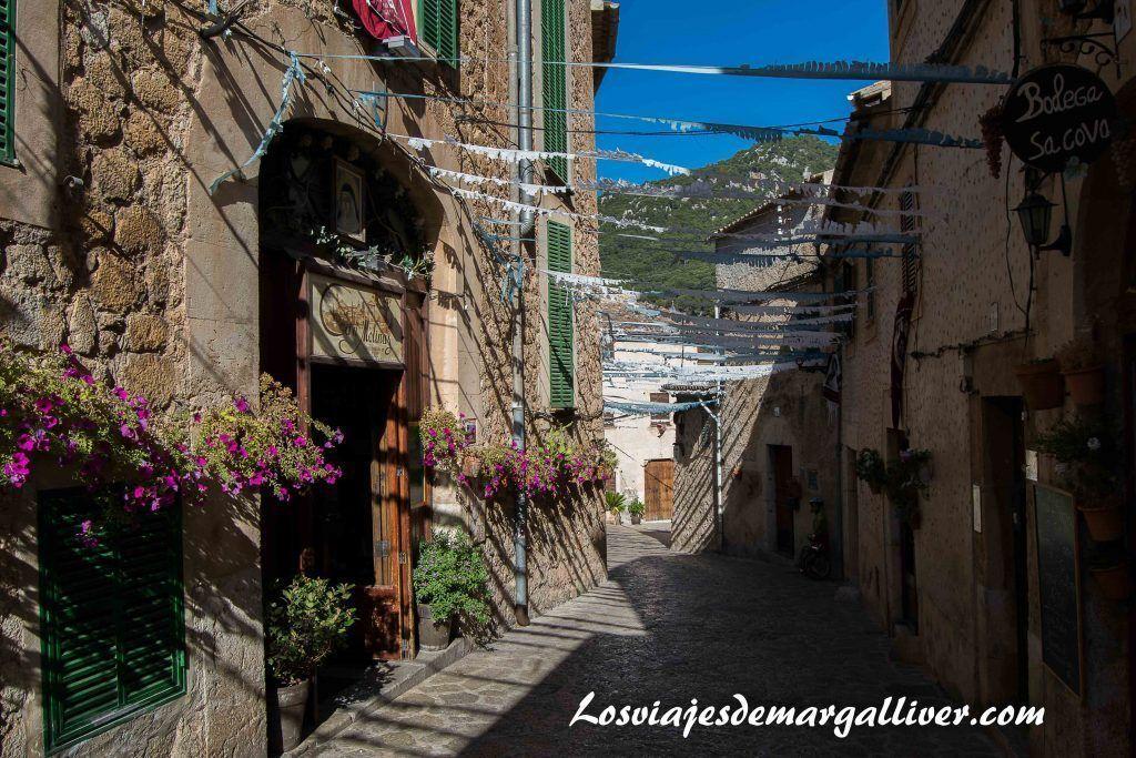 Ruta en coche por Mallorca durante una semana, Valldemosa engalanada - Los viajes de Margalliver
