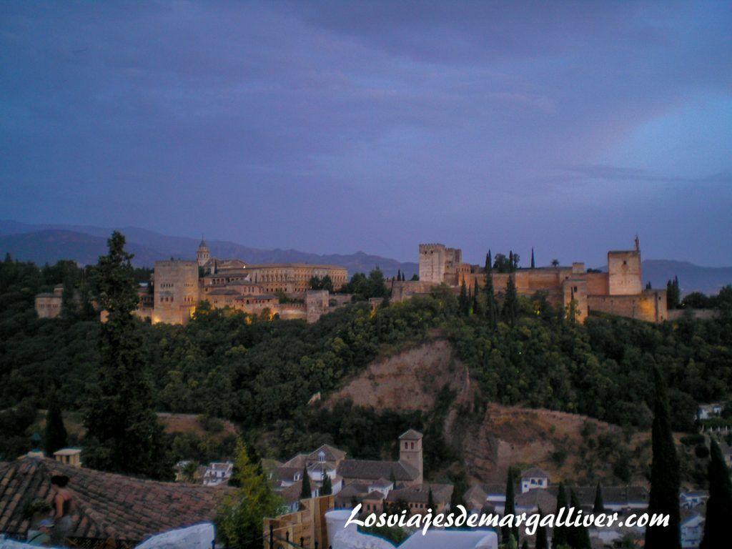la alhambra de noche en Granada, 7 viajes románticos por Europa - Los viajes de Margalliver