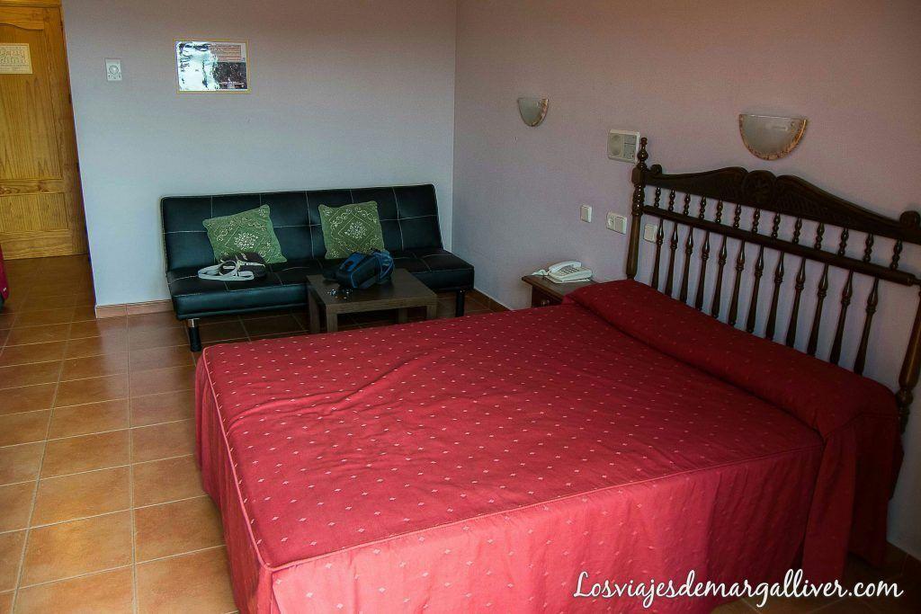 habitación del hotel restaurante Baños de la Encina , qué ver en Baños de la Encina - Los viajes de Margalliver