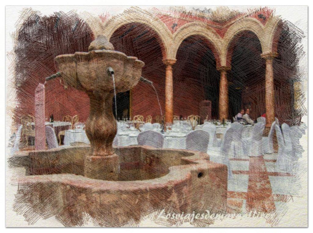 Fuente central del patio del hotel Santo Domingo en Eliossana, que ver en Lucena - Los viajes de Margalliver