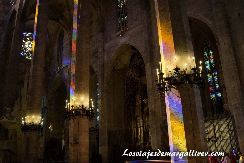 Juego de luces de la catedral de Palma de Mallorca - Los viajes de Margalliver