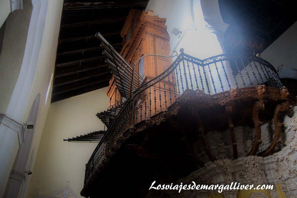 Órgano de la iglesia de San Juan Bautista en Marchena , a una hora de - Los viajes de Margalliver