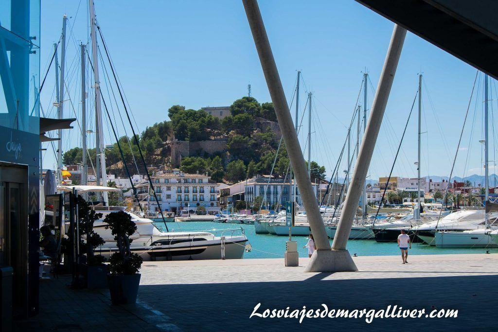 Puerto de Denia con vistas a su castillo , Baleària - Los viajes de Margalliver