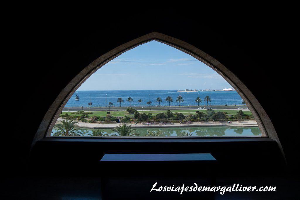 Ventana del museo diocesano con vistas preciosas de Palma de Mallorca - Los viajes de Margalliver