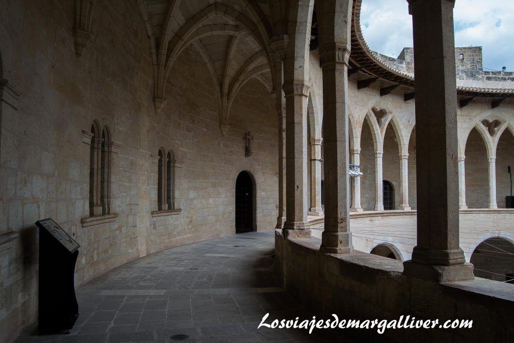 Interior del Castillo de Bellver en Palma de Mallorca - Los viajes de Margalliver