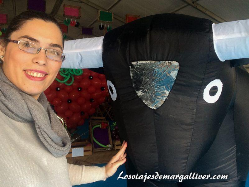 Margalliver con el torito marchoso de Enoberry - Los viajes de Margalliver