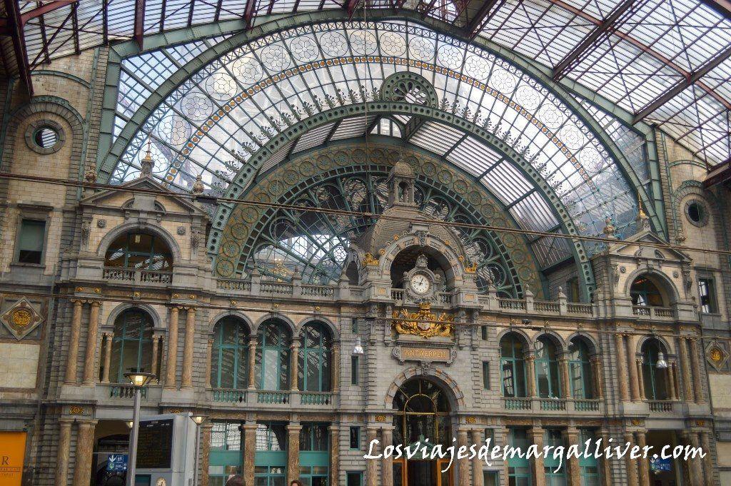 Fachada interior de la estación Central de Amberes - Los viajes de Margalliver