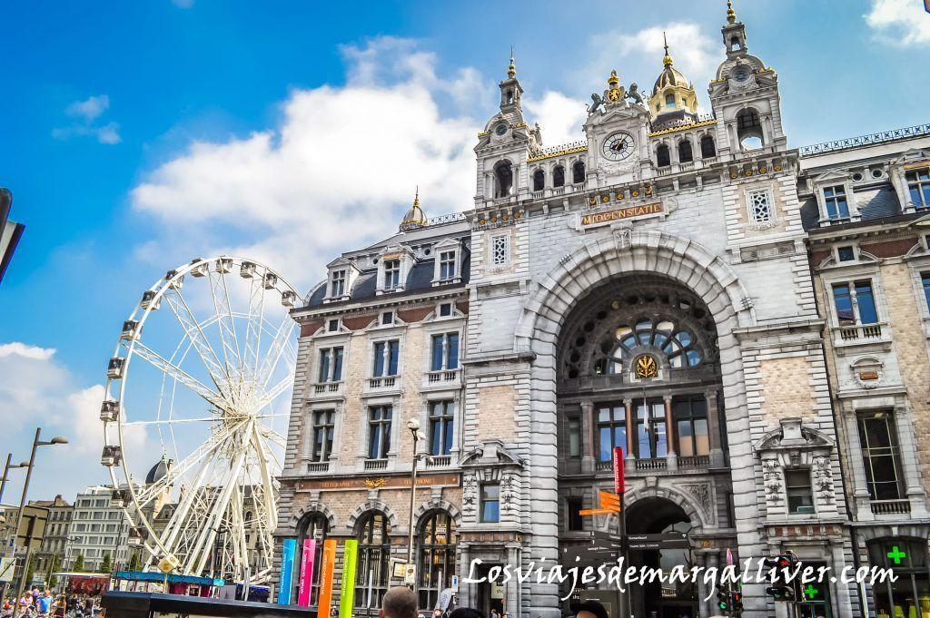 Fachada exterior de la estación Central de Amberes - Los viajes de Margalliver