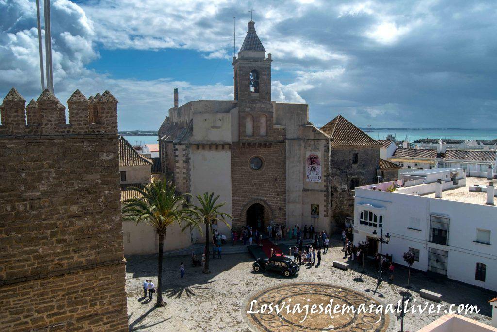 Vistas de la Iglesia de la O desde las cubiertas del Castillo de Luna, que ver en Rota - Los viajes de Margalliver