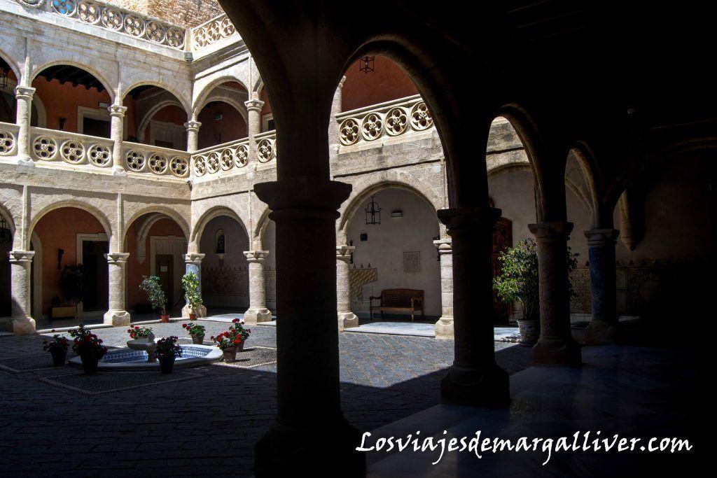 Claustro del Castillo de Luna, Que ver en Rota - Los viajes de Margalliver