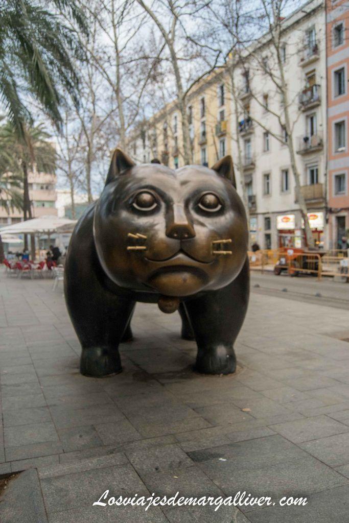 Gato de Bottelo en la rambla del Raval en Barcelona en 3 días - Los viajes de Margalliver