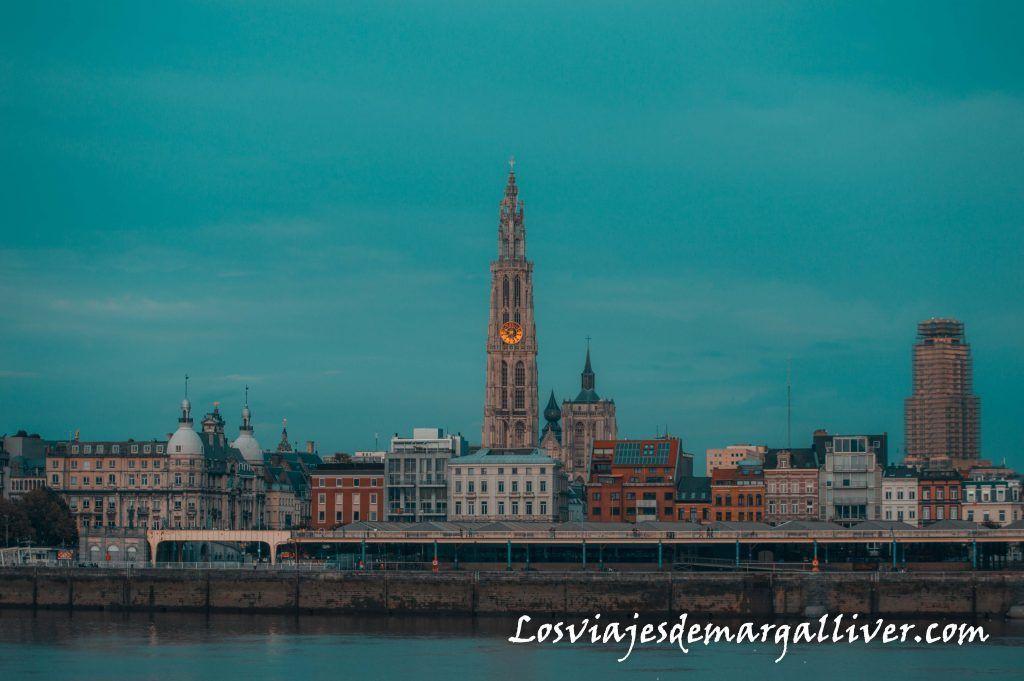 Vistas desde la otra orilla del río Escalda, Visitar Amberes en un día - Los viajes de Margalliver