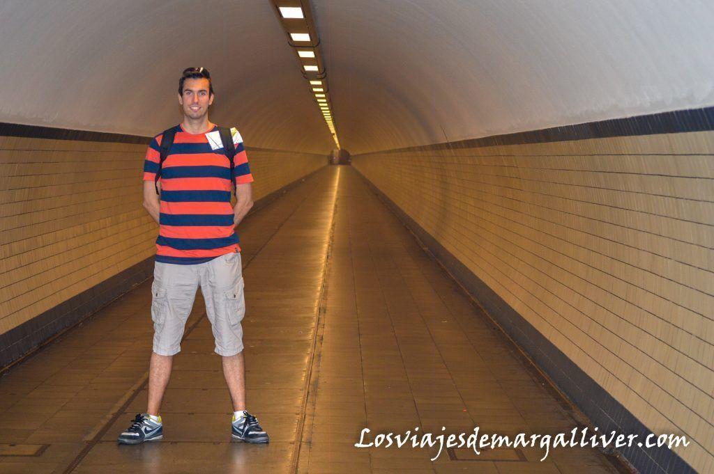 El tunel de Santa Ana solito para nosotros, Visitar Amberes en un día - Los viajes de Margalliver