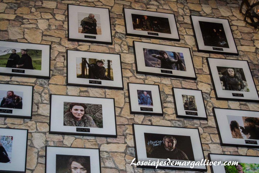 Autografos del museo de Juego de Tronos de Osuna en la ruta de juego de tronos por Andalucía - Los viajes de Margalliver