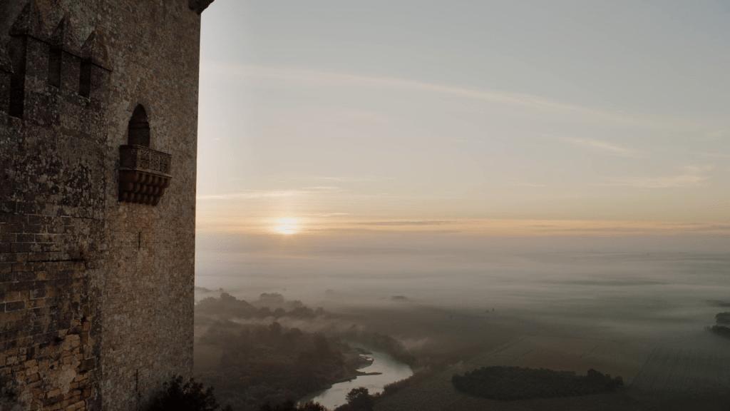 Vista del castillo de Almodovar del Río al amanecer en la ruta de juego de tronos por Andalucía - Los viajes de margalliver