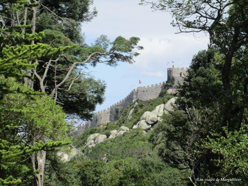 Castillo de los Mouros visto desde el Palacio da Pena, visitar Sintra - Los viajes de Margalliver
