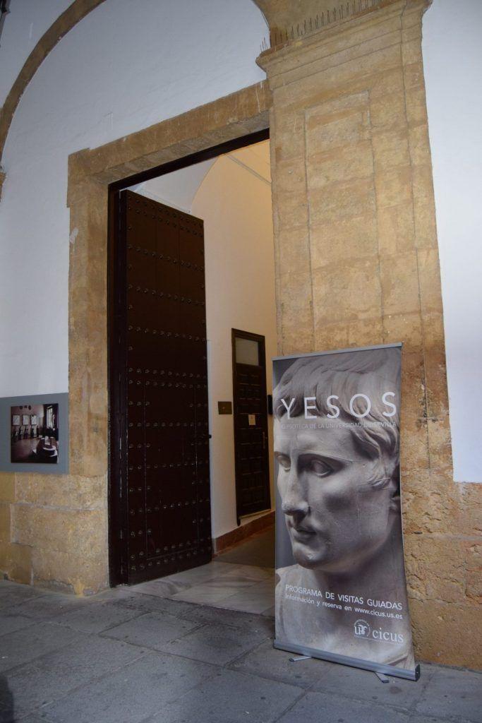 Entrada a la gipsoteca de la Universidad de Sevilla - Los viajes de Margalliver