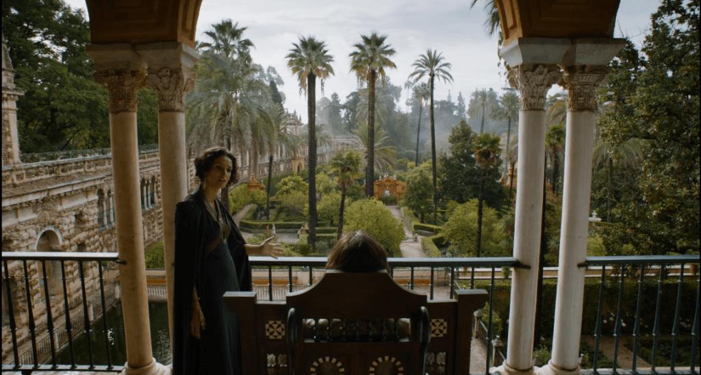 Escena de Juego de Tronos en la que se ve Doran Martell divisando los jardines del Alcazar de Sevilla en la ruta de juego de tronos por Andalucía - Los viajes de Margalliver