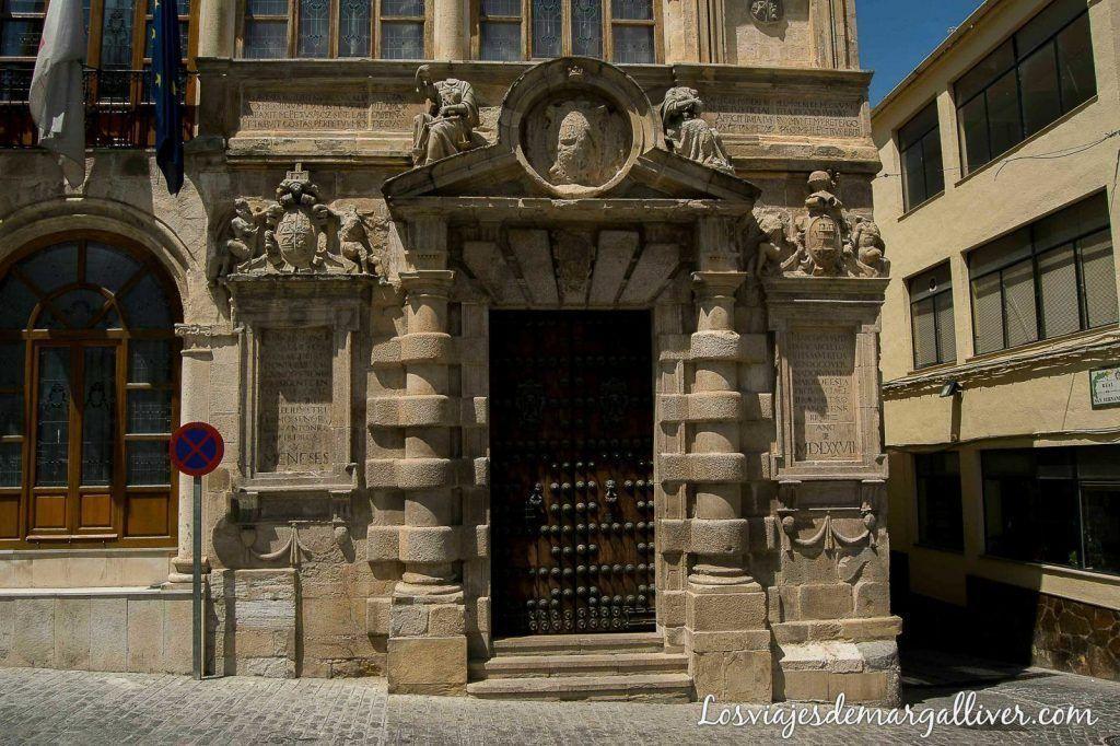 Fachada del ayuntamiento de Martos en Jaén - Los viajes de margalliver