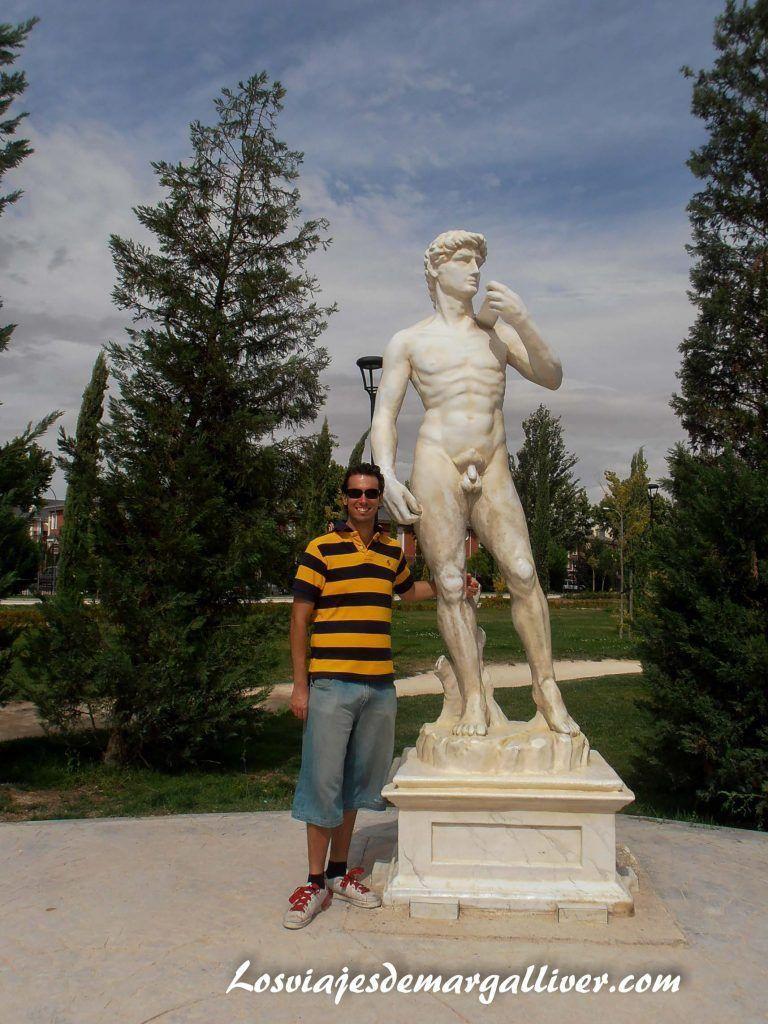 Miguel Angel del parque Europa en Madrid - Los viajes de Margalliver