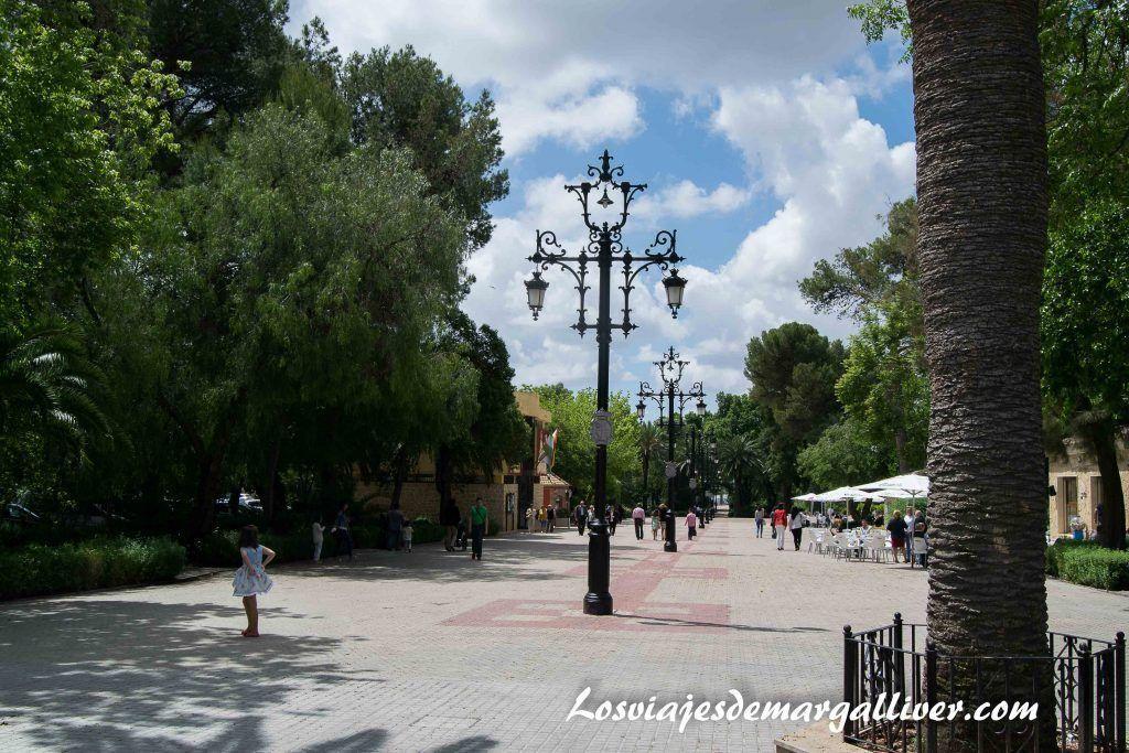Paseo de Jesus, donde se encuentra la Casa de la Piedra de Porcuna - Los viajes de Margalliver
