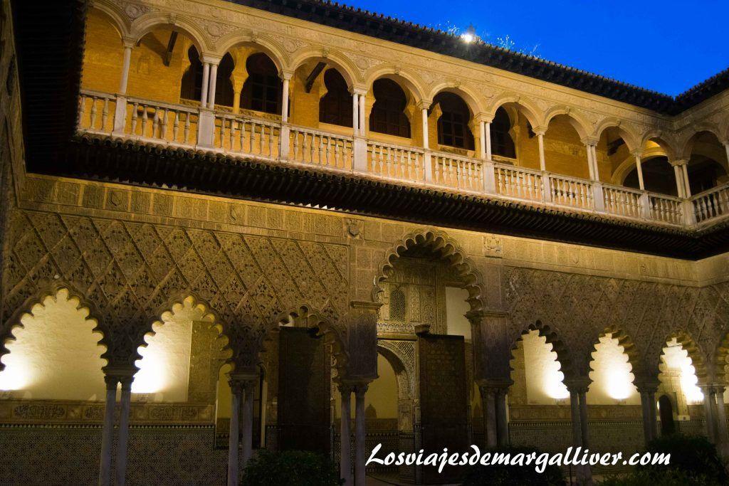 Patio del los reales alcazares de Sevilla en la ruta de juego de tronos por Andalucía - Los viajes de Margalliver