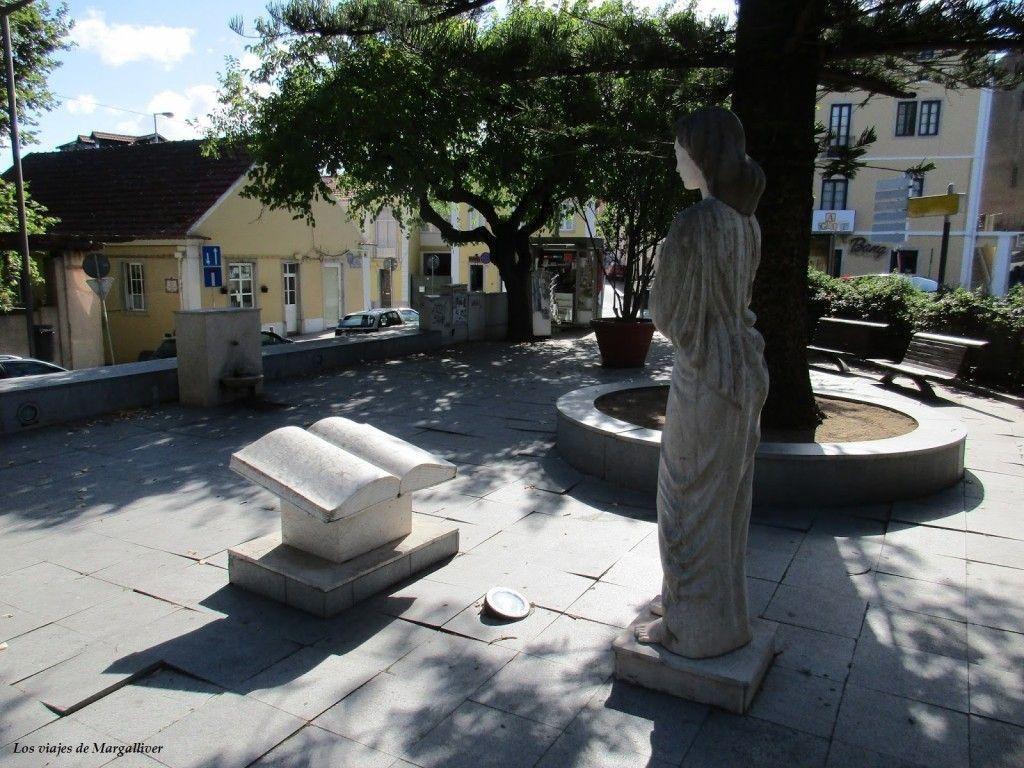 plaza de Sintra, en la parte menos turistica de Sintra, visitar Sintra - Los viajes de Margalliver