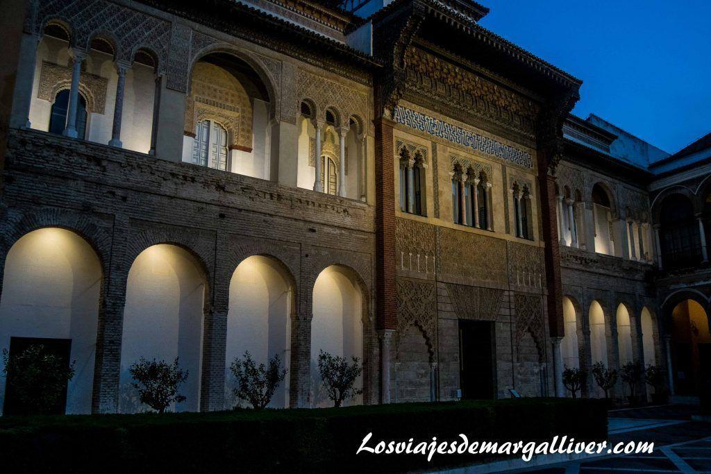Entrada de los reales alcazares de Sevilla en la ruta de juego de tronos por Andalucía - Los viajes de margalliver