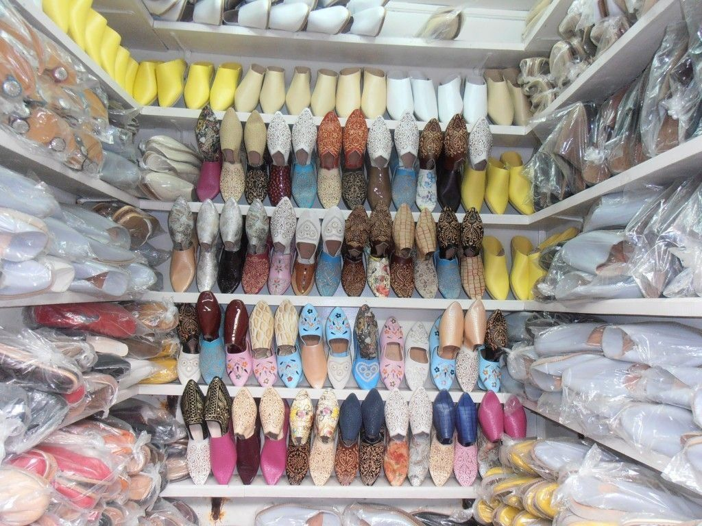 Precioso puesto de zapatos de la medina en Tetuan- Los viajes de Margalliver