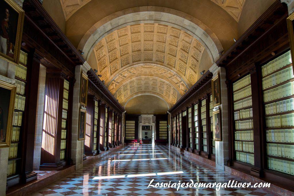 Pasillo del archivo de Indias en la Sevilla americana - Los viajes de Margalliver