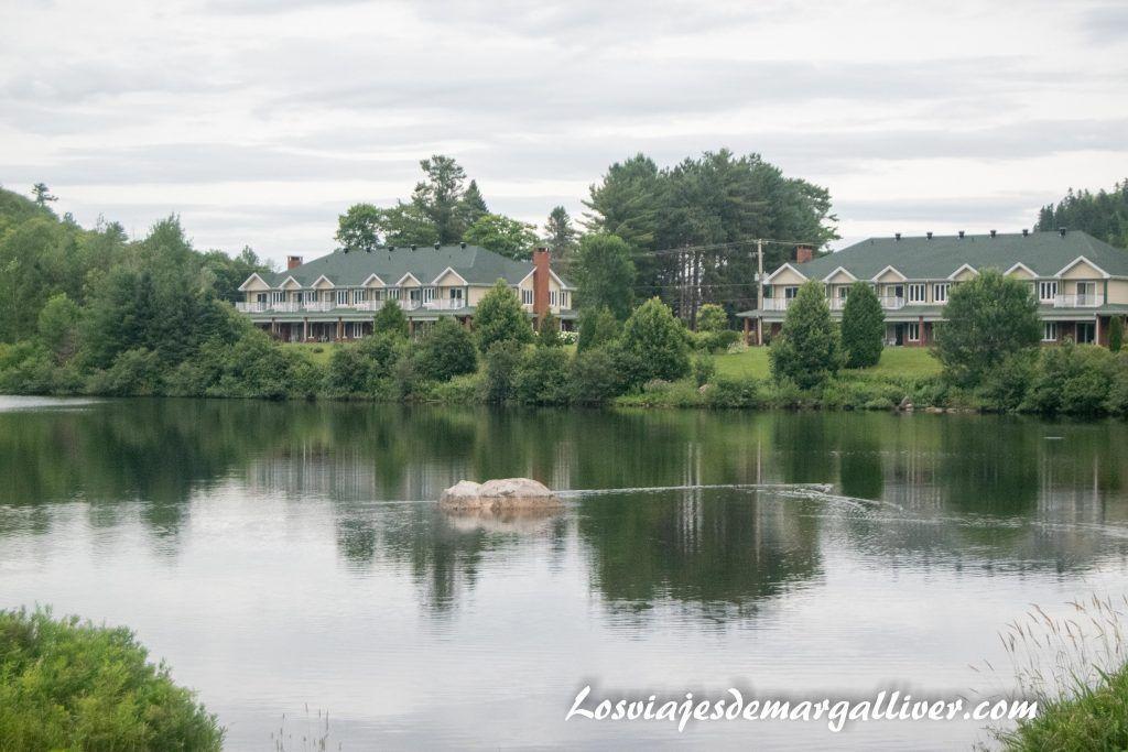 Paz y tranquilidad en el Auberge du Lac-à-l'Eau Claire en la ruta por la costa este de CanadáPaz y tranquilidad en el Auberge du Lac-à-l'Eau Claire en la ruta por la costa este de Canadá - Los viajes de Margalliver - Los viajes de Margalliver