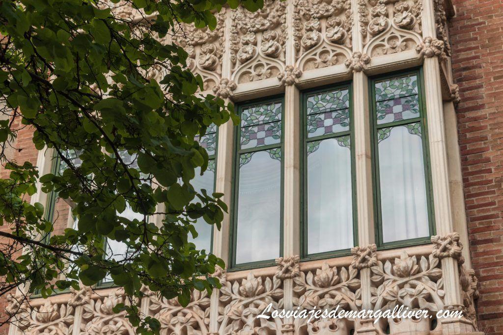 Ejemplo arquitectónico inspirado en la naturaleza en la fachada de la casa de les punxes en Barcelona - Los viajes de Margalliver