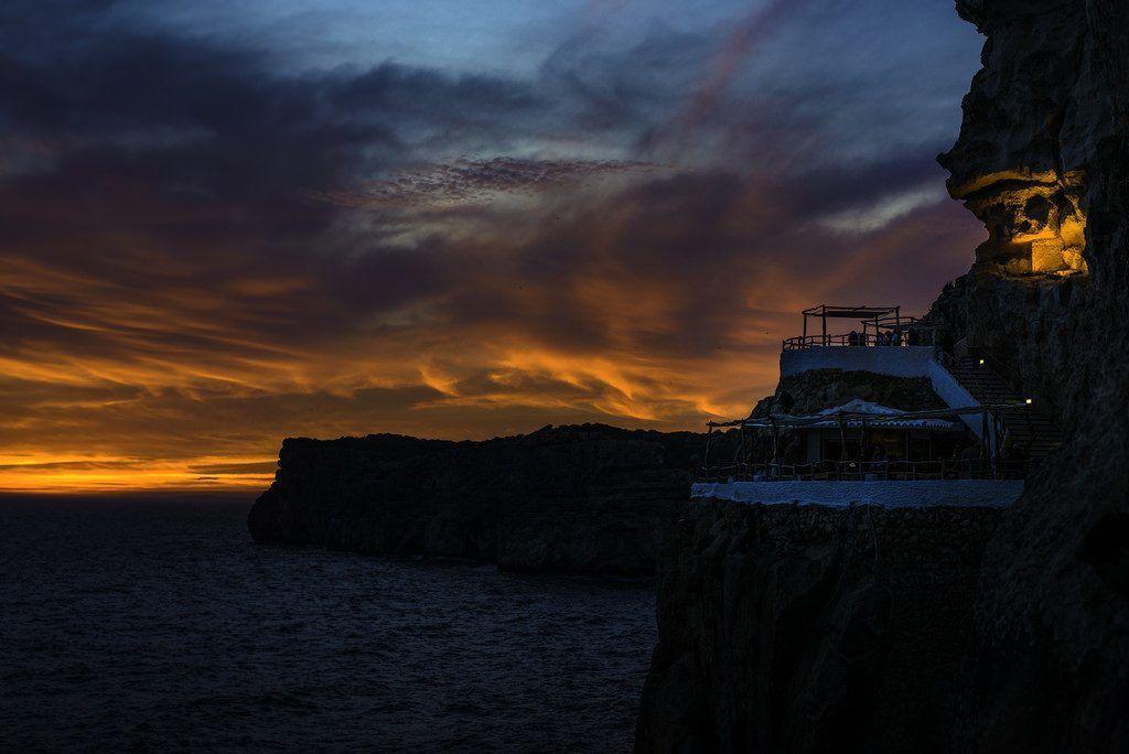 Cova d´en Xoroi al atardecer en Menorca - Los viajes de Margalliver