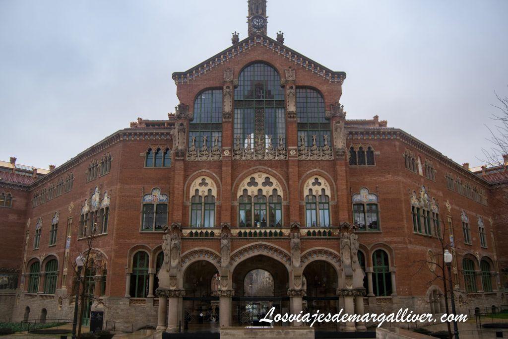 Edificio principal del recinto modernista del hospital de Sant Pau en Barcelona - Los viajes de Margalliver