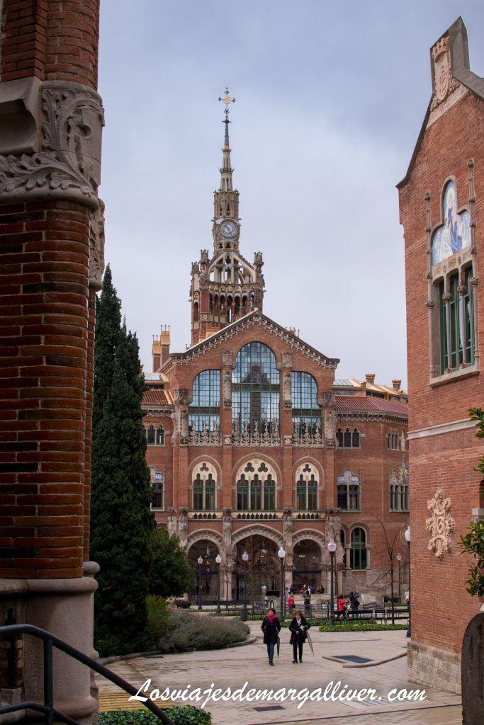 Vista del edificio central del reciento Modernista Hospital de Sant Pau en Barcelona - Los viajes de Margalliver