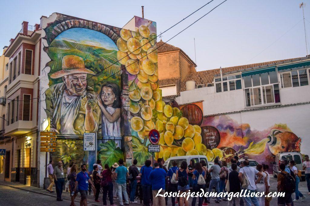 Mural pintado en Montilla, enoturismo en Córdoba - Los viajes de Margalliver