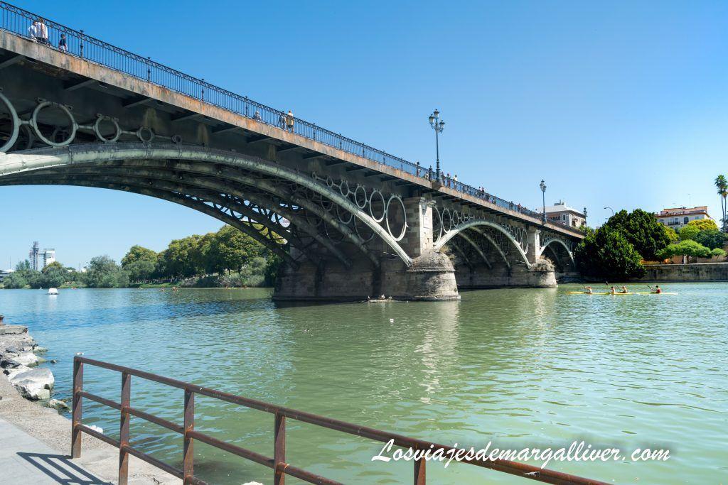 Puente de Triana , ruta por Sevilla - Los viajes de Margalliver