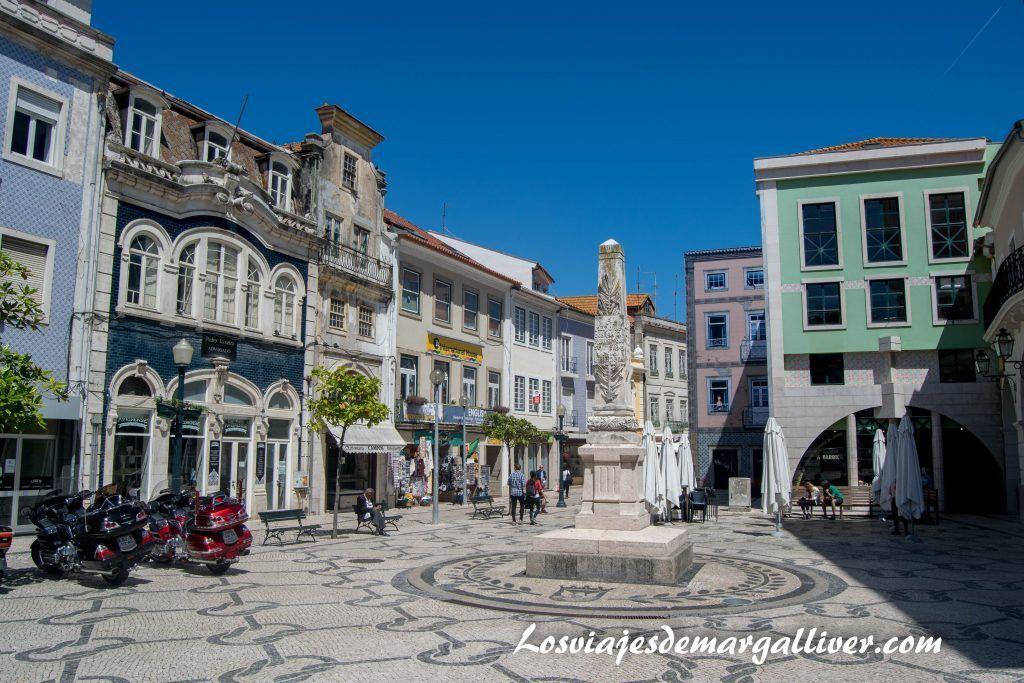 Obelisco de la libertad en la R. Domingos Carrancho en Aveiro - Los viajes de Margalliver