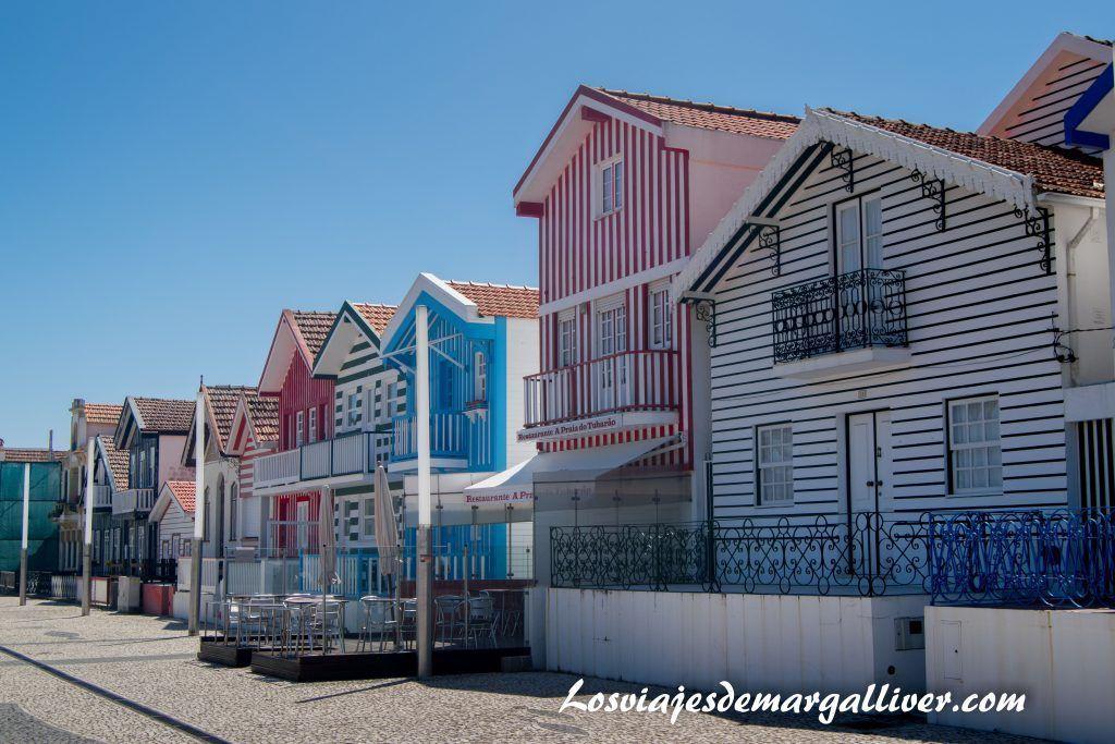 Casitas de colores en Costa Nova, Aveiro - Los viajes de Margalliver