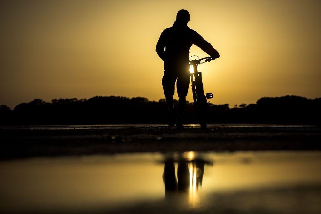 Ciclista al atardecer por Formentera- Los viajes de Margalliver